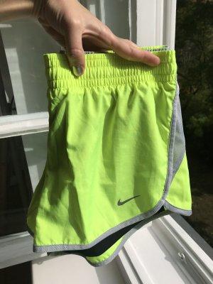 Sport Shorts von Nike mit Innenhose