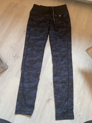 Sportleggins mit Military Muster