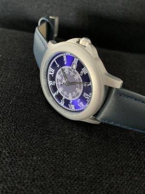 NEO Label Montre avec bracelet en cuir argenté-bleu foncé