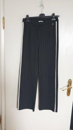 Sportliche Hose von LeGer, AboutYou im Marlene Stil, neu