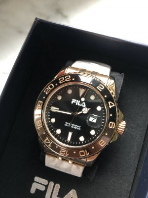 Sportliche Quarz Armbanduhr rosévergoldet
