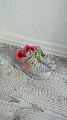 Sportliche Sneaker von Nike