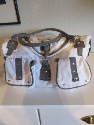 Sportliche Stoff Tasche mit viel Platz