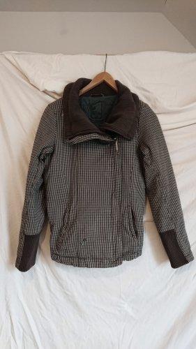 sportliche warme Jacke im Burton Style