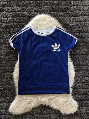 Sportliches blaues Shirt