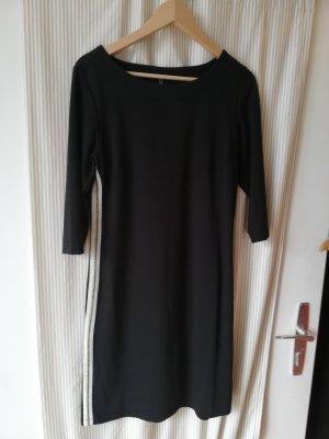sportliches Kleid mit Streifen an beiden Seiten