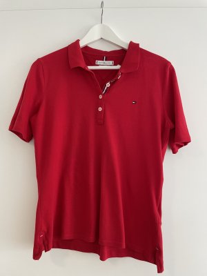 Sportliches rotes Poloshirt