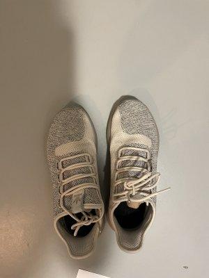 Sportschuhe aus Adidas