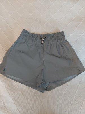 Bershka Pantalón corto deportivo color plata