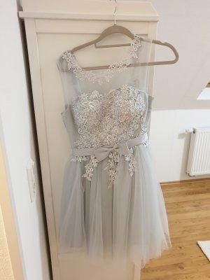 Vestido de baile color plata-gris claro