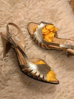 Sandalias de tacón alto color oro
