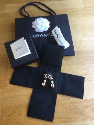 Statement Ohrringe von Chanel!