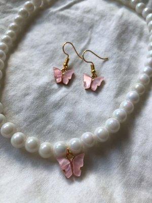 Statement Perlenkette und Schmetterling Ohrringe