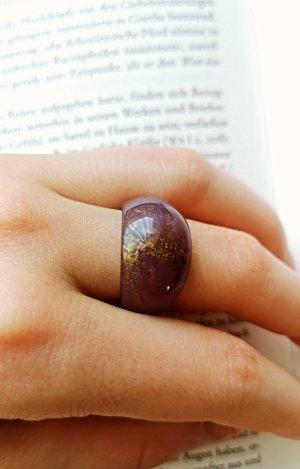 Zdobiony pierścionek złoto-fiolet