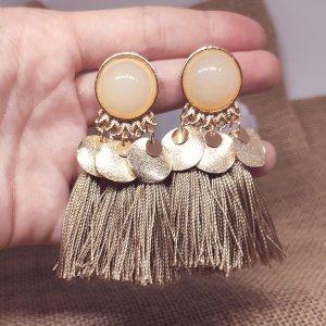 Statement Zara Boho gold/ beige Quastenohrringe mit nude Stein , rund, Fransen, geometrisch, neu