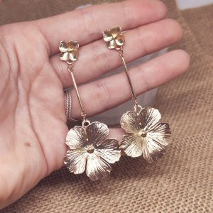 Statement Zara Boho gold lange Blumenohrringe mit Blattdetail, romantisch, neu