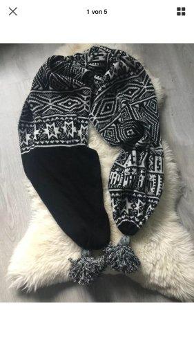 Stefanel Knitted Scarf black-white