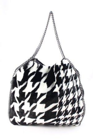 Stella McCartney Henkeltasche schwarz-weiß Street-Fashion-Look