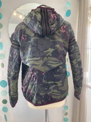 Steppjacke Camouflage & Blumen