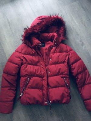 Bershka Pikowana kurtka ciemnoczerwony