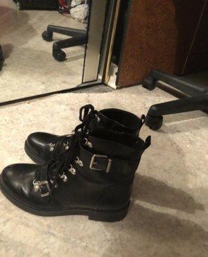Deichmann Botas con cordones negro