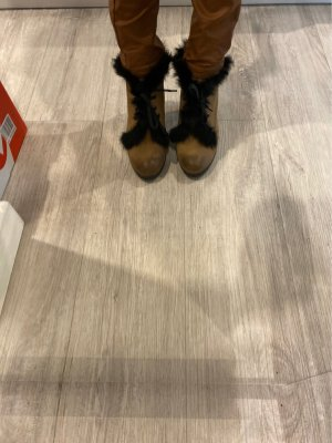 Botas bajas negro-color bronce