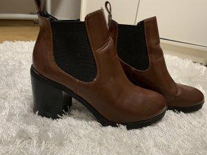 Cothurne brun-noir