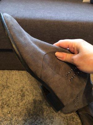Botas sobre la rodilla gris