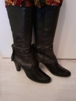 5 th Avenue Cut Out Booties black