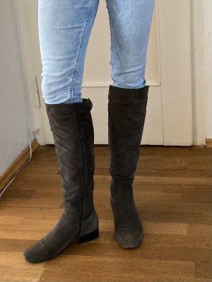 Stiefel aus dunkelgrauem Veloursleder