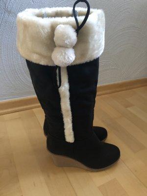 Futrzane buty czarny-w kolorze białej wełny