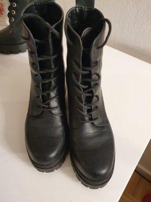 Stiefel ideal für Regen und Schnee