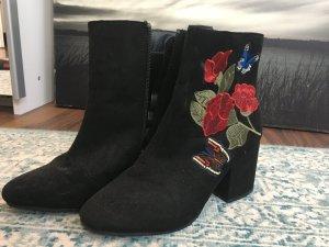 Stiefel mit Blumen Stickerei
