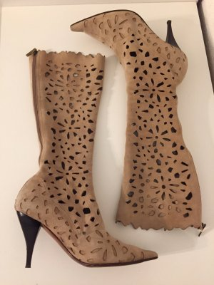Stiefel mit cut outs