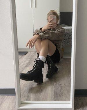 Stiefel mit Schnüren Zara