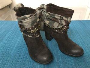 Stiefel Stiefeletten Boots 38 braun ungetragen