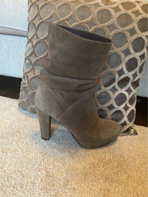 Hanna White Platform Boots grey brown