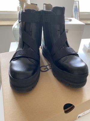 UGG Australia Desert Boots black
