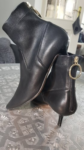 Stiefelettchen aus Leder