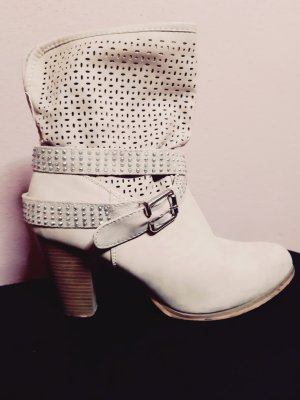 Cut Out Booties oatmeal