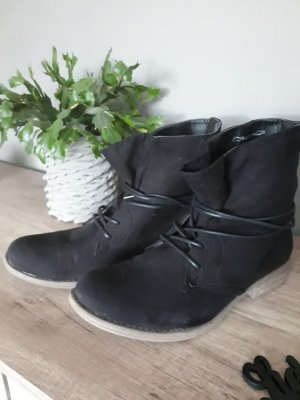 Claudia Ghazzani Lace-up Booties black