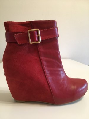 Buty z krótką cholewką na platformie ciemnoczerwony