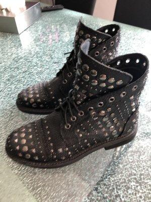 Stiefelette Alma en Pena schwarz Nietenverzierung Leder 38