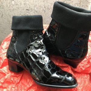 Stiefelette aus Lackleder in schwarz, Größe 37,5