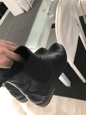 Sacha Chelsea Boots black leather