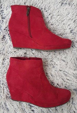 Tamaris Wedge Booties red