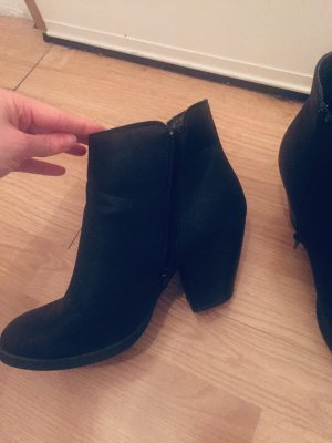 Accessorize Zipper Booties black
