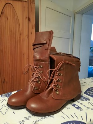 Lace-up Booties brown