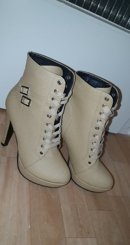 Cut Out Booties beige