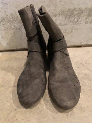 Graceland Zipper Booties grey